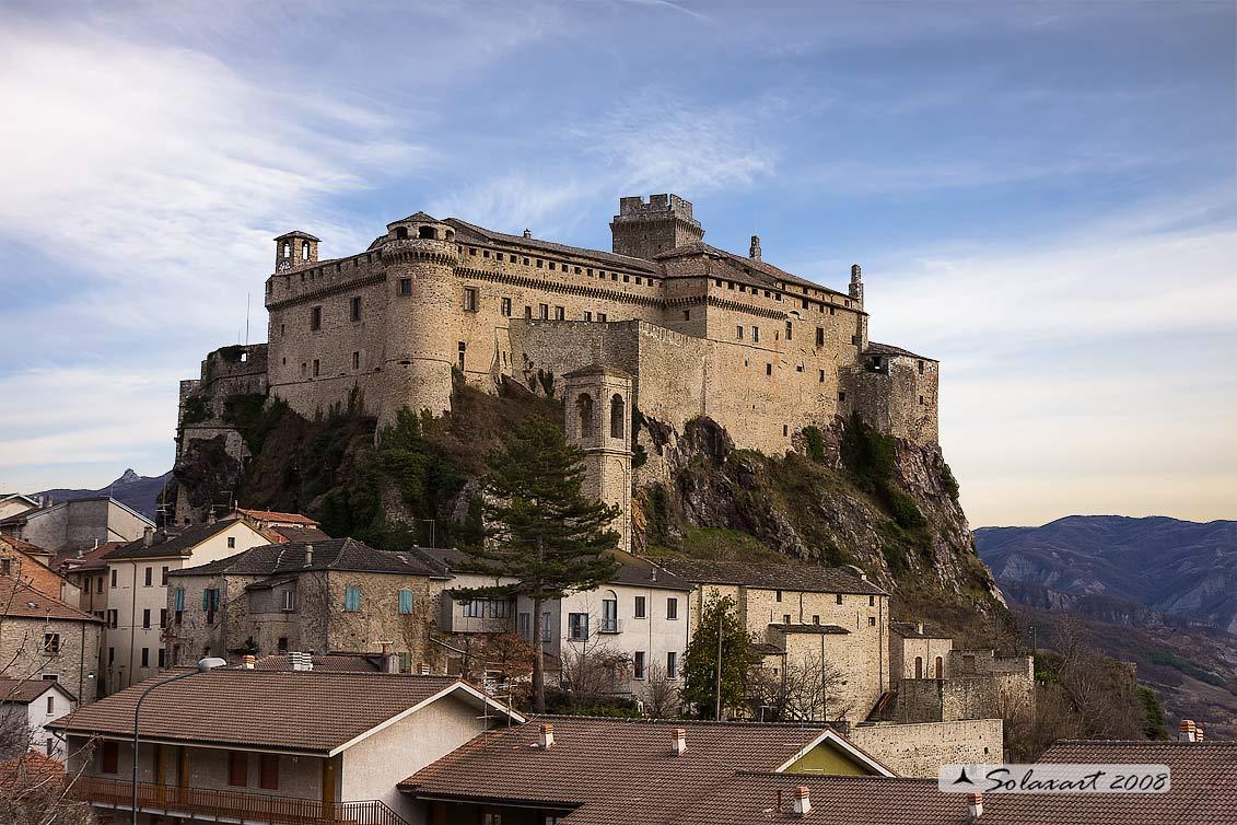 Bardi - la Rocca lato Est: www.preboggion.it/Castello_di_Bardi.htm